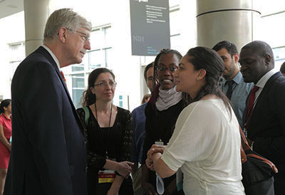 francis-collins-mingles-with-fellows-scholars-at-2016-orientation